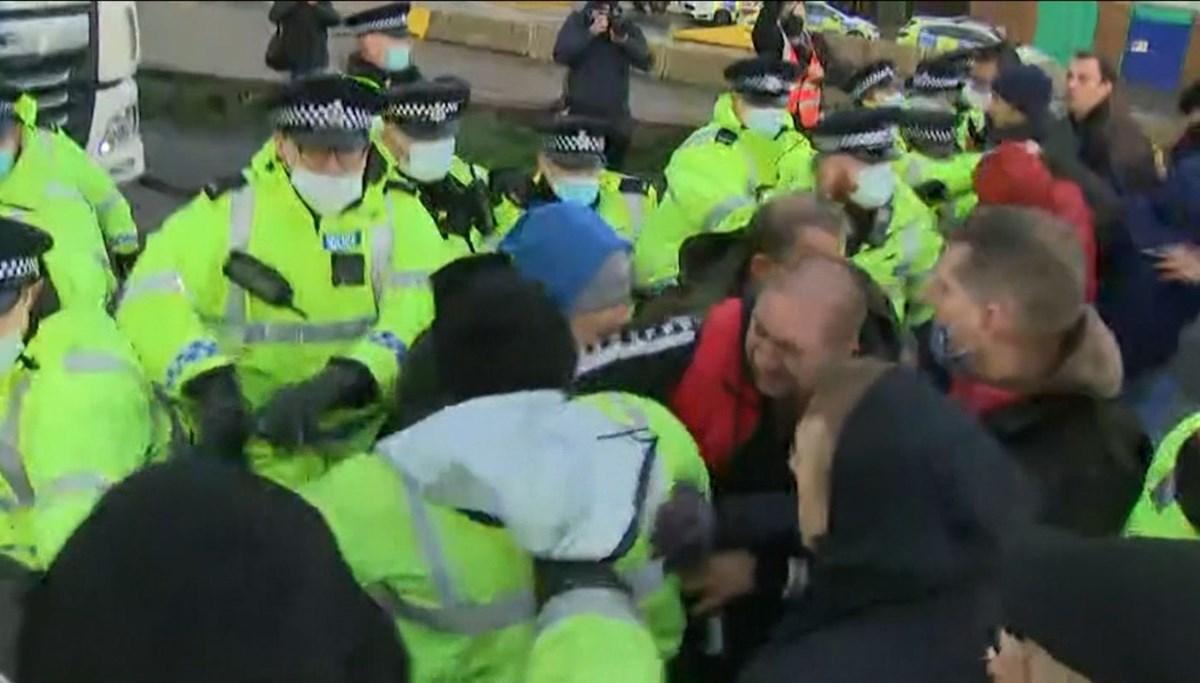 TIR şoförleriyle İngiliz polisi karşı karşıya