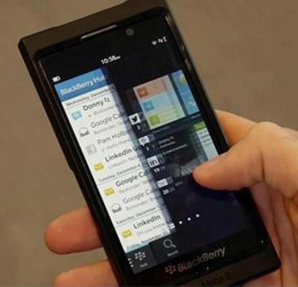 BB 10 işletim sistemi, video izlerken diğer uygulamaları da kullanabilmenize imkan veriyor. Aynı anda birden fazla uygulama indirilebiliyor ve çalıştırılabiliyor.