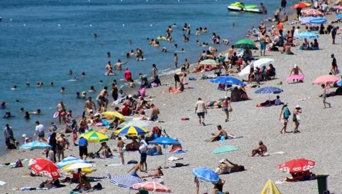 Antalya sahillere akın etti