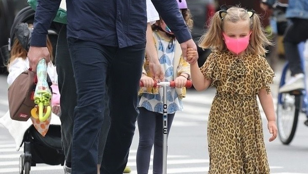 Irina Shayk ve Bradley Cooper'ın kızı Lea şıklıkta annesiyle yarışıyor
