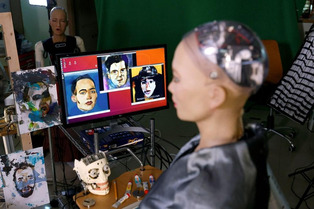 Robot Sophia'nın yaptığı tablo 688 bin 888 dolara satıldı - 5