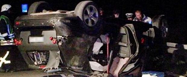 2012 Mercedes-Benz ML prototipi otobanın hız sınırı olmayan kısmında kaza yaptı 1 kişi öldü.