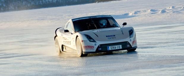 Elektrikli araç ile buz üstünde hız rekoru