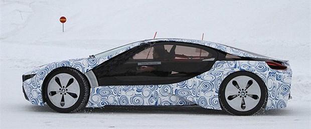 Elektrikli BMW i8 soğuk hava testinde görüntülendi