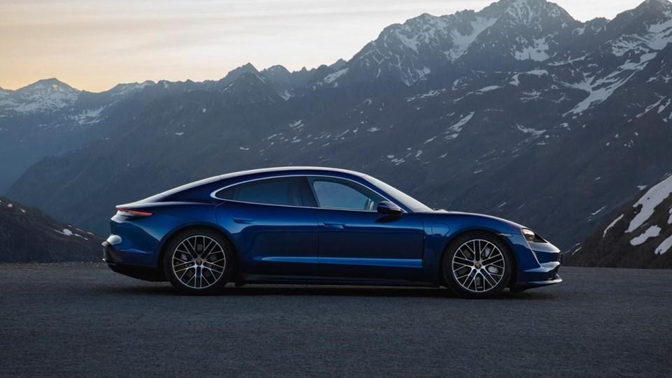 Porsche ilk tam elektrikli modeli Taycan'ı tanıttı