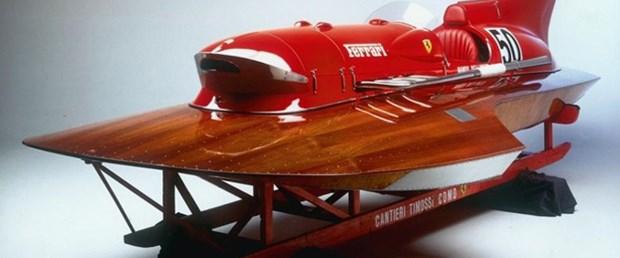 Rekor kıran Ferrari motorlu sürat teknesi