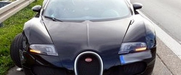 Veyron 200 kilometre hızla kaza yaptı