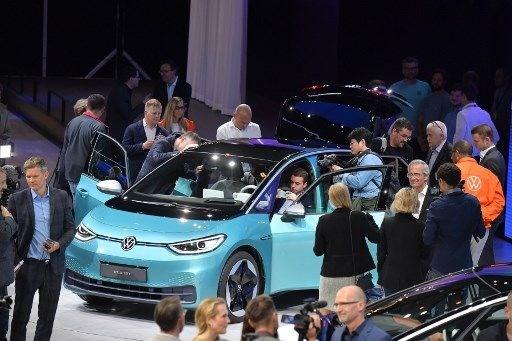 VW ilk tamamen elektrikli modeli ID.3'ü tanıttı