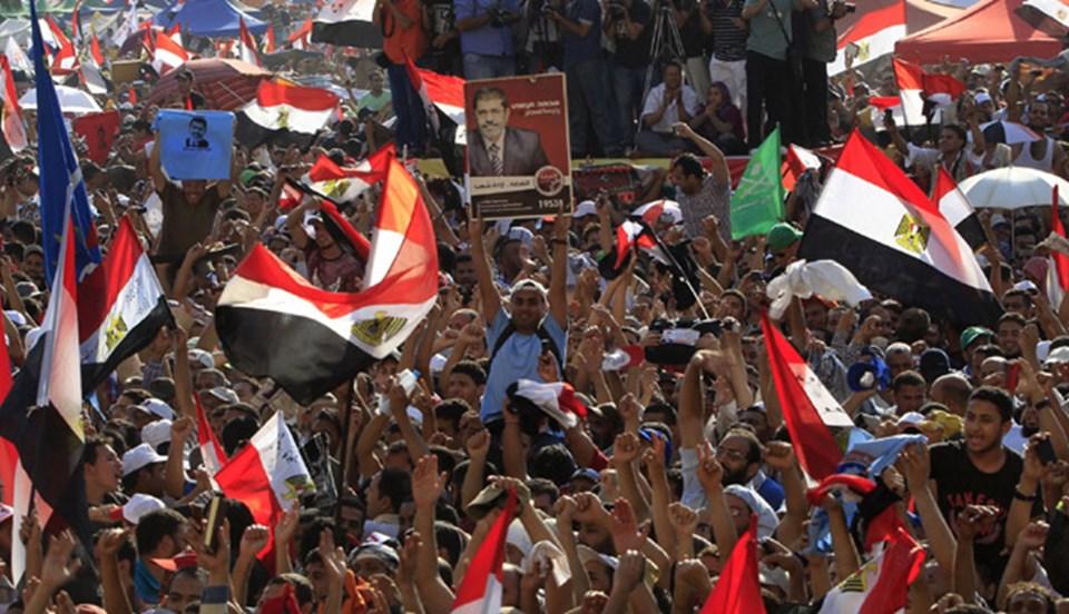 Seçim kazanan Mursi taraftarları Tahrir'de zafer gösterisi yaptı.