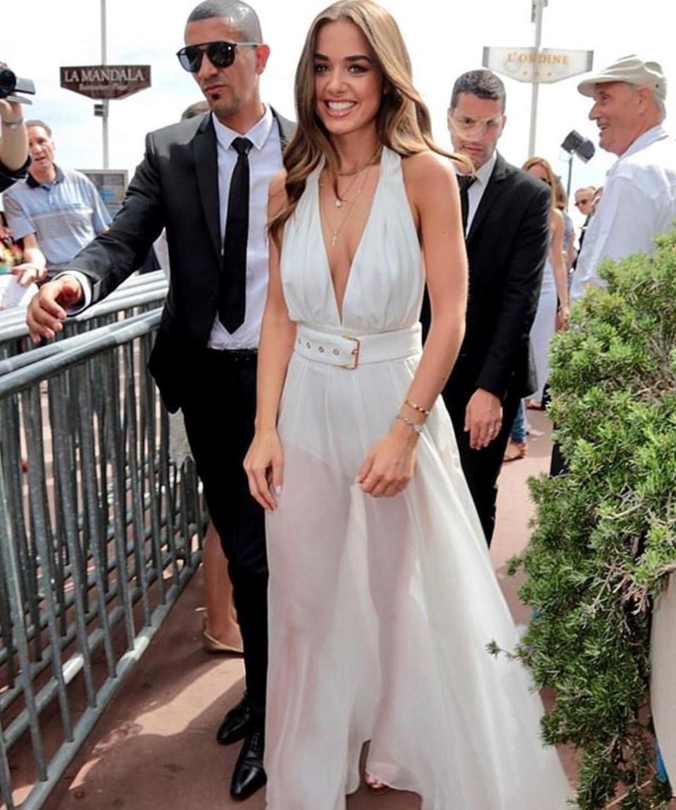 Soral, dünyaca ünlü oyuncu Cara Delevingne ile birlikte bir markanın davetlisi olarak 70'inci Cannes Film Festivali kapsamında düzenlenen özel bir etkinliğe katılmıştı.