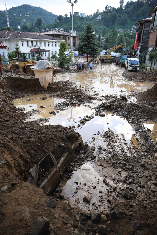 Rize'de sel ve heyelan afetinin hasarı gün ağarınca ortaya çıktı - 18