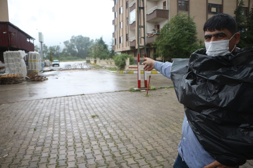 Tokat'ta şiddetli rüzgar: Çatılar uçtu, ağaçlar devrildi - 1