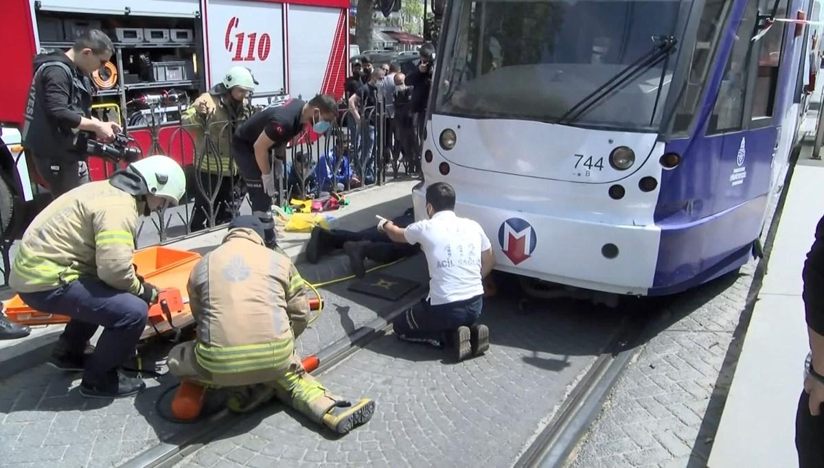 Karşıya geçmeye çalışırken tramvayın altında kaldı