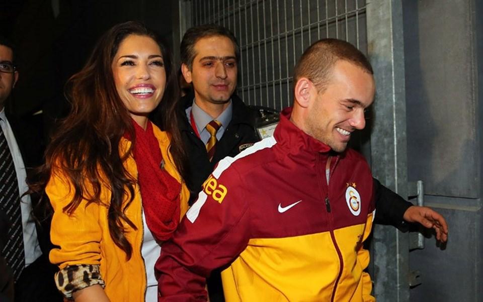 Sneijder ve İspanyol eşi Yolanthe Cabau (solda), her fırsatta İstanbul'da mutlu olduklarını dile getiriyorlar.