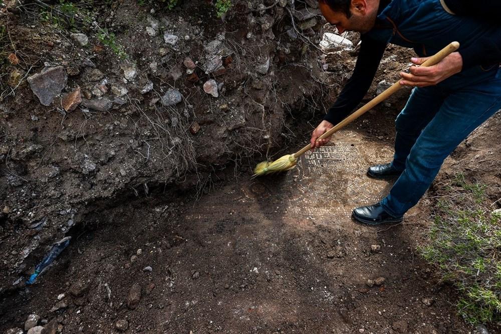 İzmir'de kaçak kazı sırasında manastır ve 1500 yıllık mozaik bulundu - 11