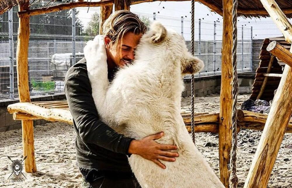 İşinden ayrılıp sahip olduğu her şeyi sattı ve vahşi hayvanlara yardım etmek için Afrika'ya yerleşti - 16