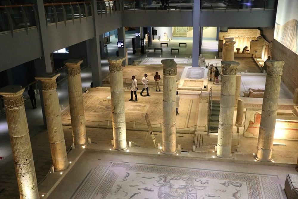 Zeugma Mozaik Müzesi'ndeki eserler, cerrah hassasiyetiyle temizlenerek geleceğe aktarılıyor - 13
