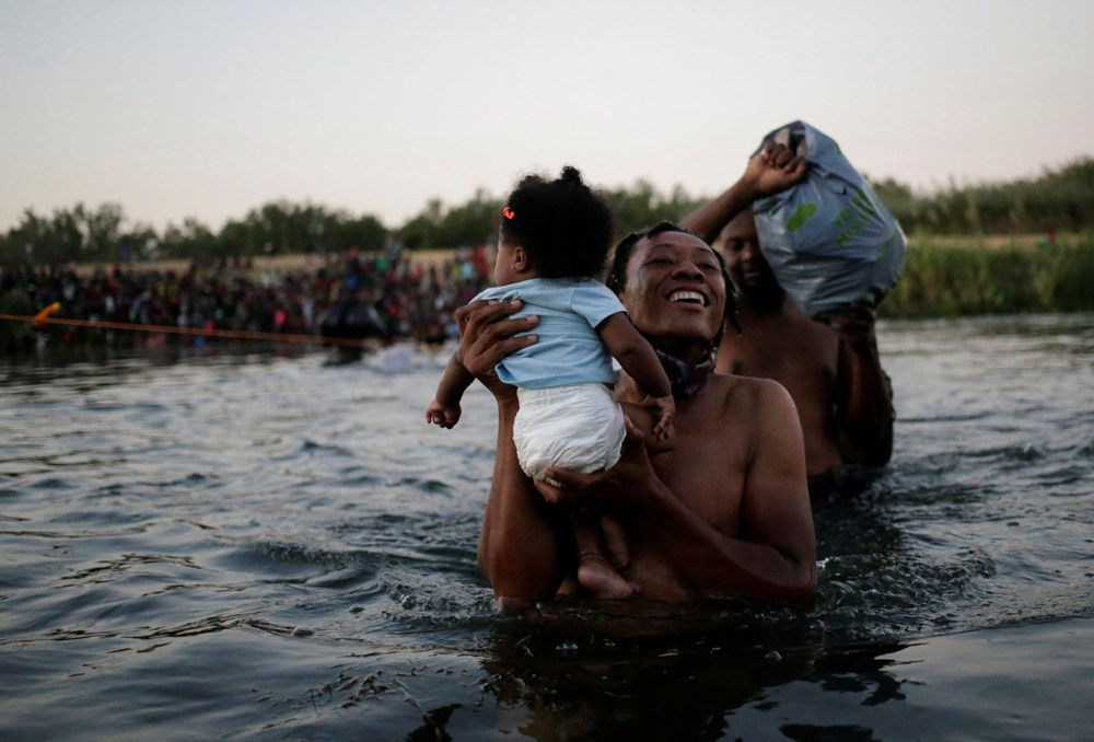 ABD'li sınır muhafızları kementlerle göçmenlere saldırdı: Beyaz Saray özür diledi - 12