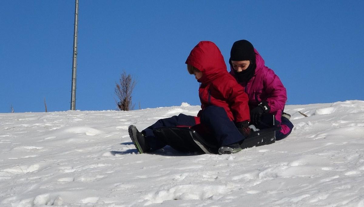 Kar yağmayan Uludağ'da yapay kar sürprizi