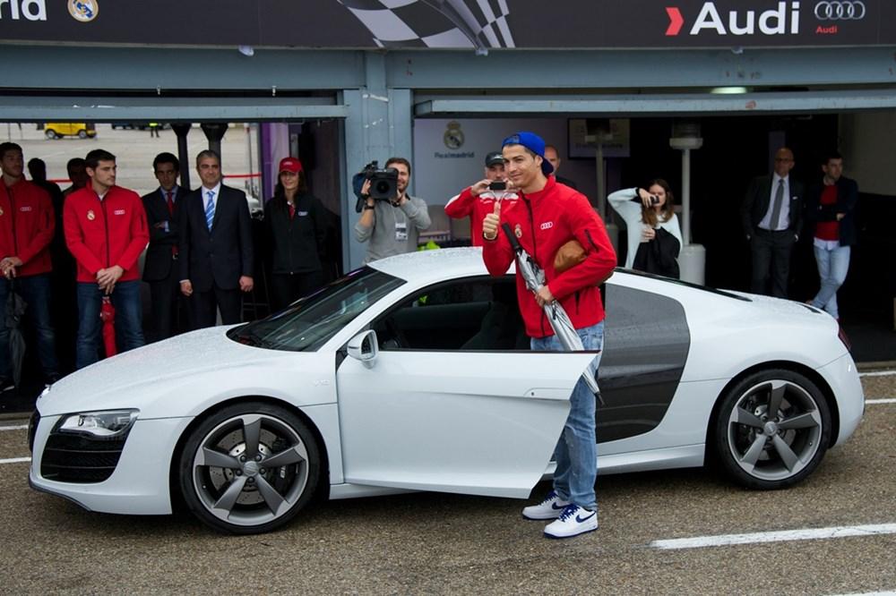 Cristiano Ronaldo dünyanın en pahalı arabasını aldı (Ronaldo'nun otomobil koleksiyonu) - 28