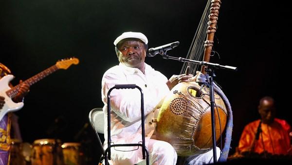 Yeke Yeke şarkısıyla müzik tarihine geçen Mory Kante hayatını kaybetti