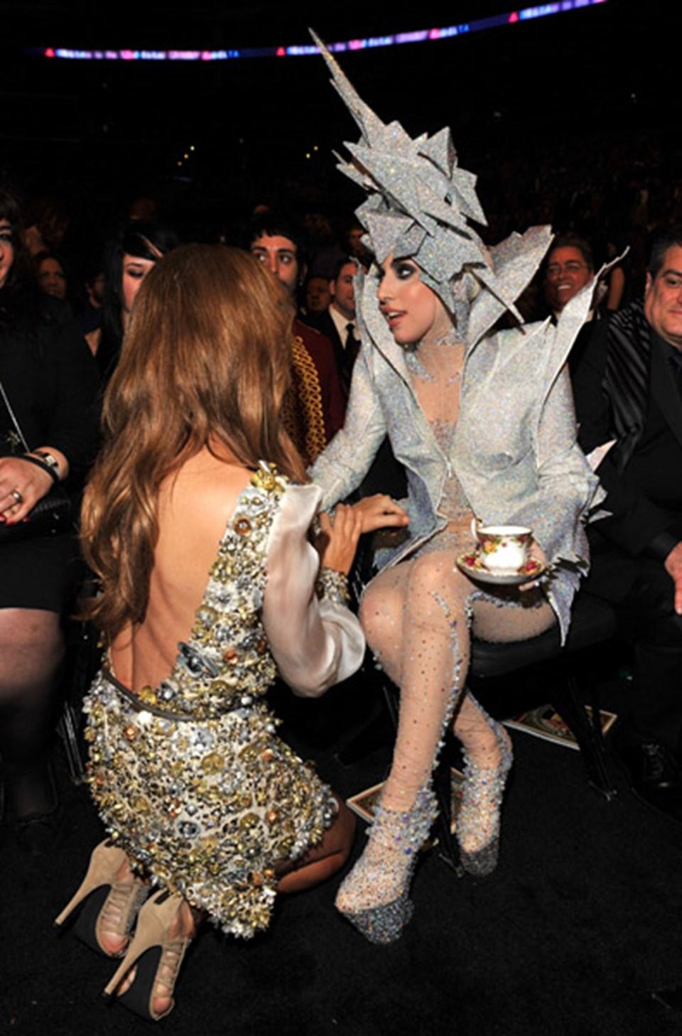 Gaga'nın kendisinden bile daha uçuk olarak tanınan kardeşi ile neler tasarlayacağı merak konusu...