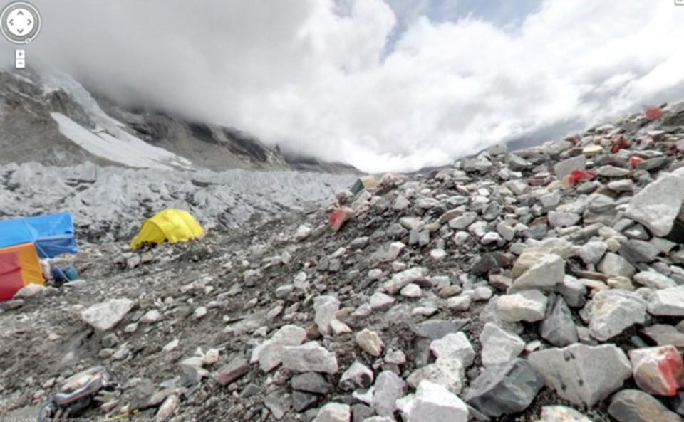 5,545 metredeki kamptan bir görüntü.