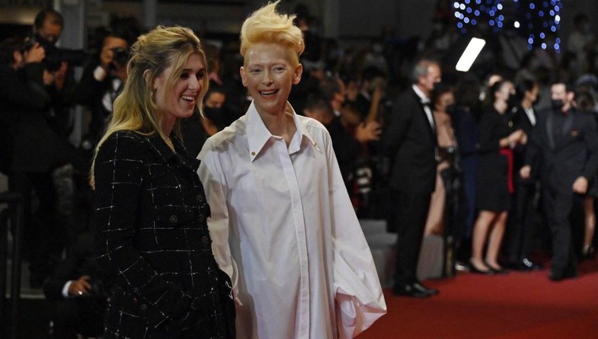 Tilda Swinton kızıyla 2021 Cannes Film Festivali kırmızı halısında