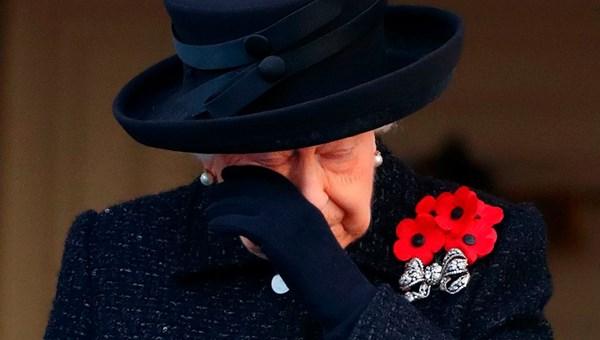 Kraliçe Elizabeth skandalla gündeme gelen oğlu Prens Andrew'i cezalandırdı