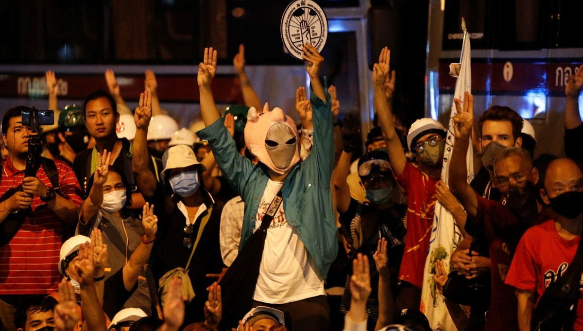 Tayland'da Kral protestoları: Ülkeyi Almanya'dan yönetiyor