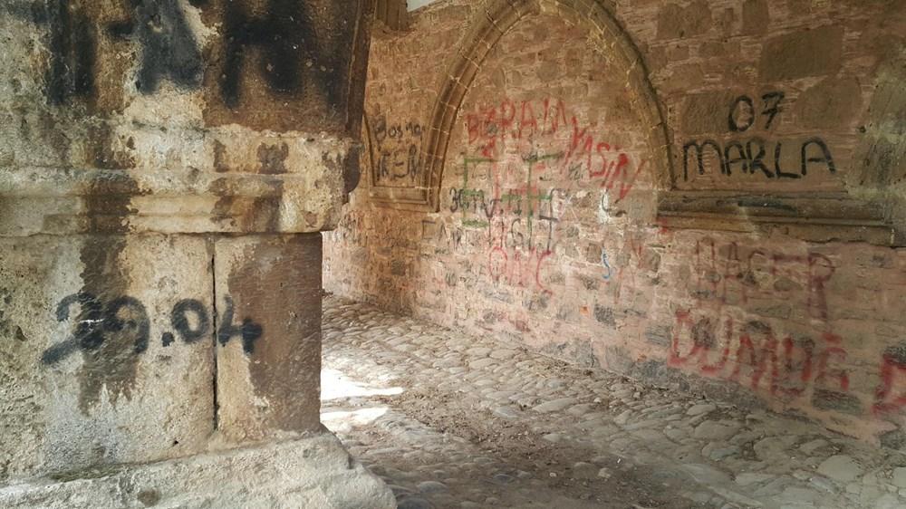 Tarihi Cihanoğlu Külliyesi'nin duvarlarına yazı yazılmasına tepki - 3
