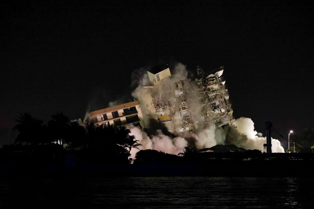 The rest of the collapsed building in Miami was destroyed - 1