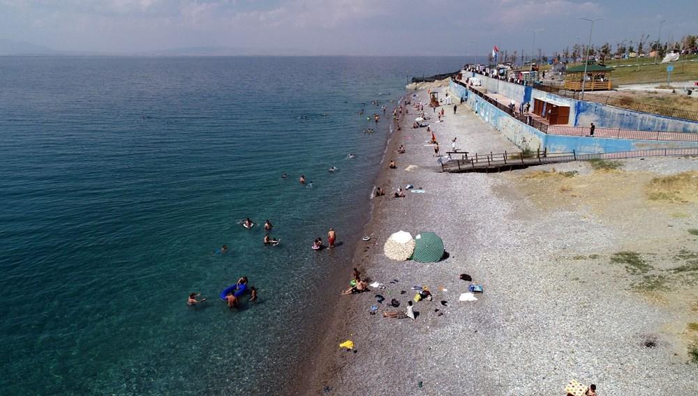 Van Gölü'nün mavi bayraklı plajına tatilci akını - 6