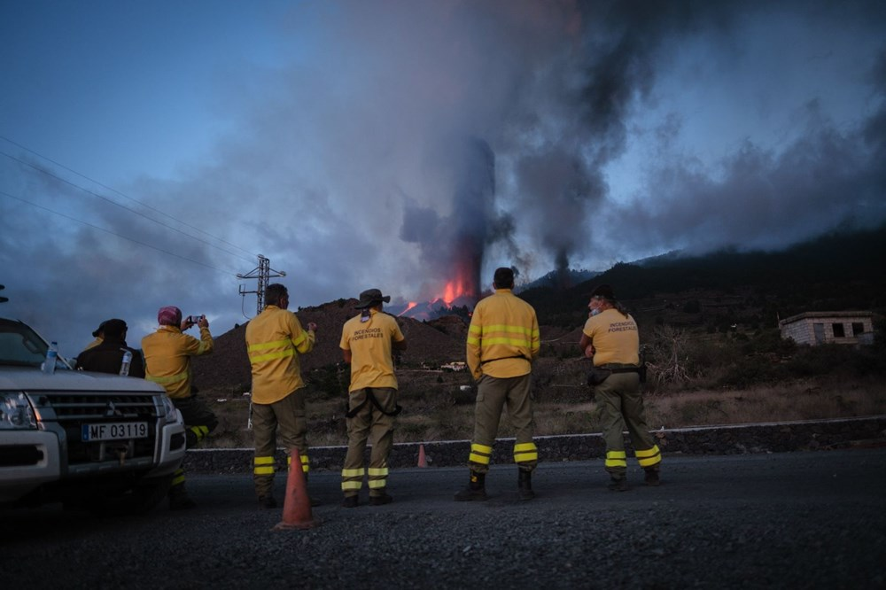 Kanarya Adaları'ndaki Cumbre Vieja yanardağı faaliyete geçti: 5 bin kişi tahliye ediliyor - 5