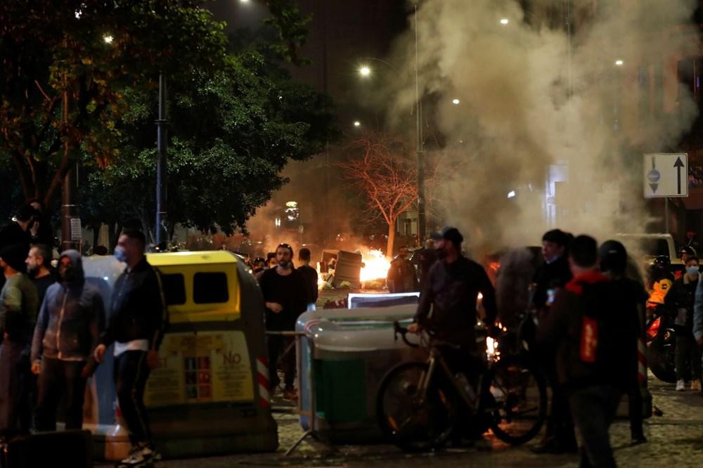 İtalya'nın Napoli kentinde sokağa çıkma yasağı olaylı başladı - 5