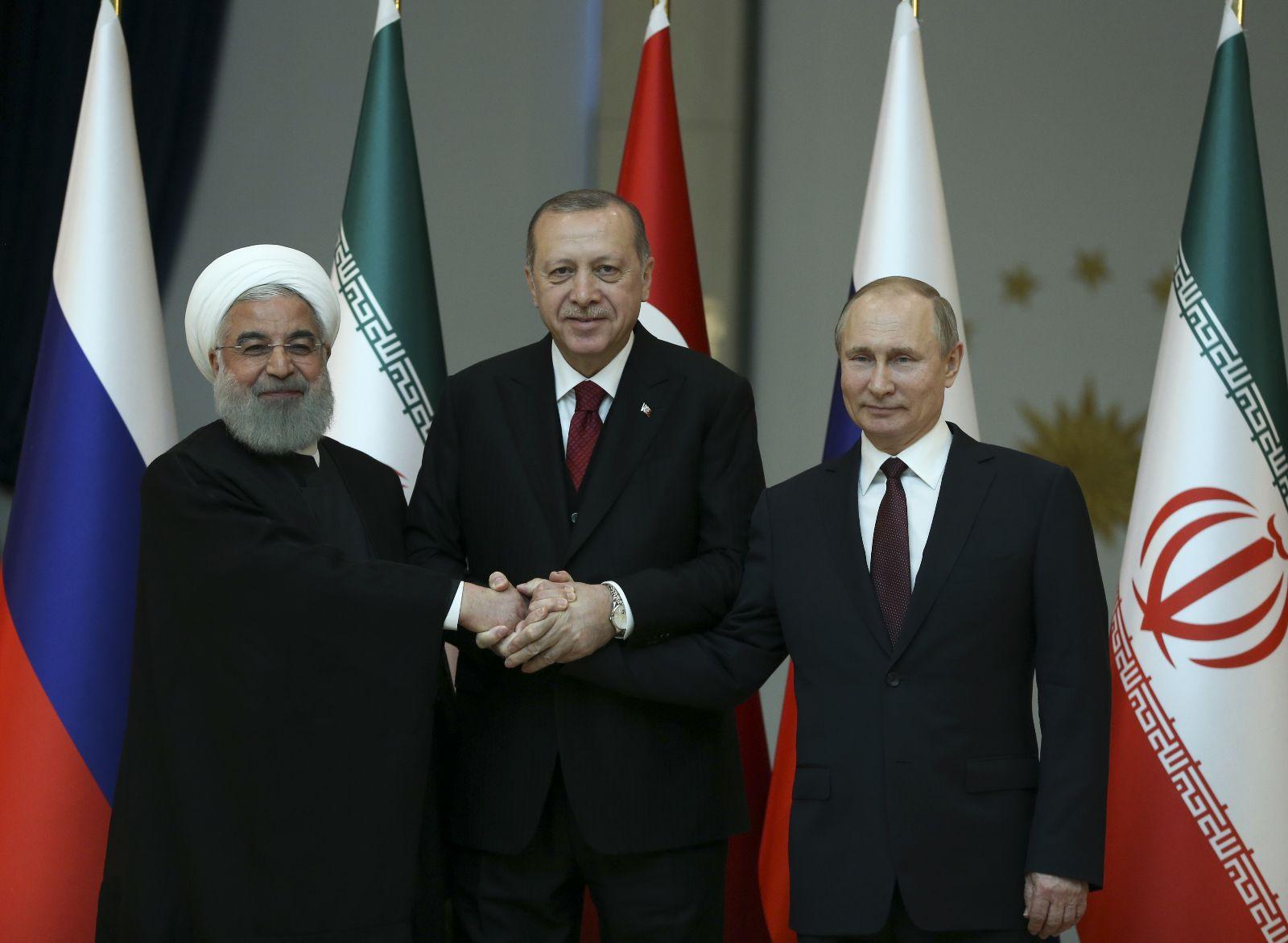 Putin: Yabancı ülkelerin silahlı güçleri Suriye'den çıkarılmalı