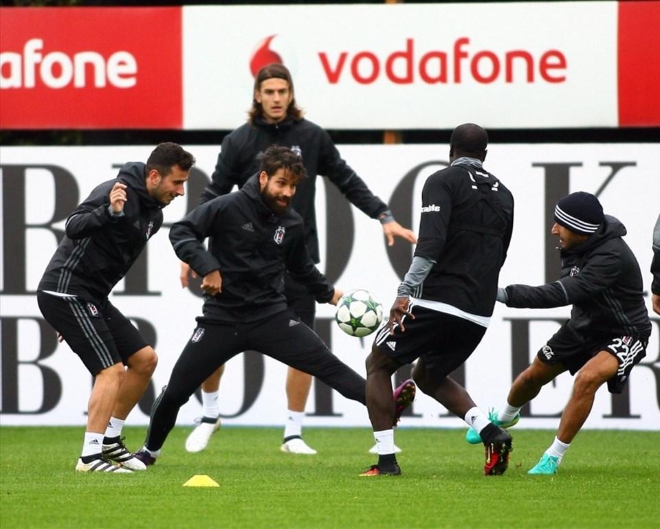 Siyah beyazlılar 4. hafta maçının hazırlıklarına BJK Nevzat Demir Tesislerin'nde başladı. Antrenmanda Atınç Nukan, Vincent Aboubakar ve Oğuzhan Özyakup yer aldı.