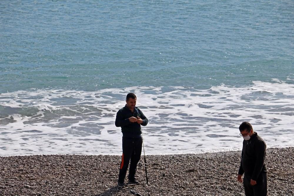 Olta balıkçılarının avlayıp denize attığı ölü balon balıkları fırtına sonrası sahile vurdu - 7