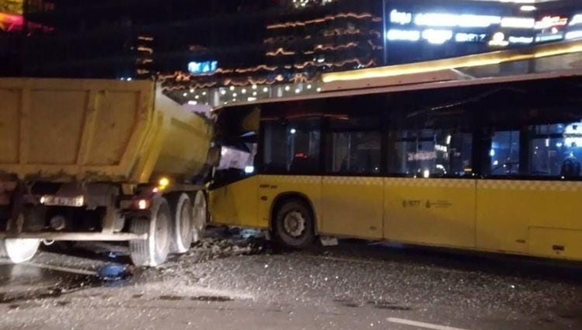 Sarıyer'de yasağa rağmen 'U' dönüşü yapan kamyonla İETT otobüsü çarpıştı