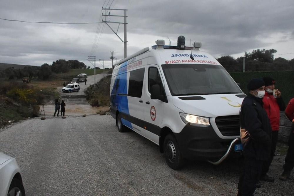 İzmir'de yağışın ardından deniz taştı: 1 kişinin cansız bedenine ulaşıldı - 6