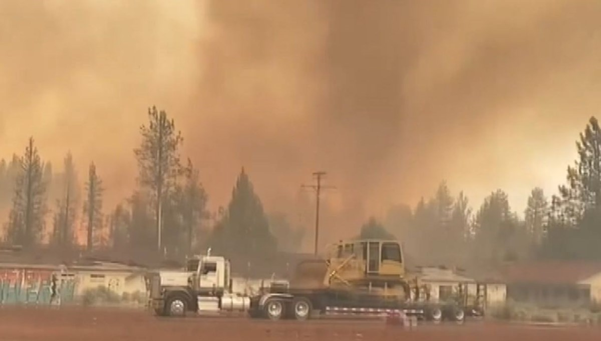 'Flame hose' occurred during forest fire