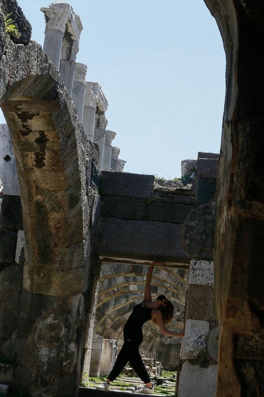 İzmir'de dansçılar meydanları sahneye dönüştürdü - 4
