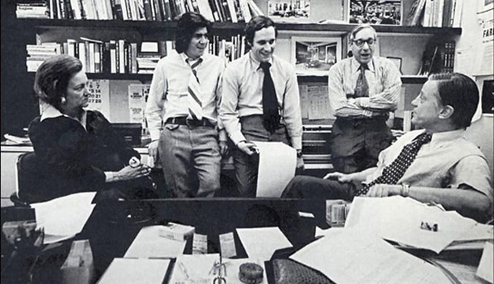 Bu skandalda, cumhurıyetçi partililer, 1972 başkanlık seçimi öncesi Demokrat Parti merkezine dinleme cihazları yerleştirmiş, sonra olay ortaya çıkmış ve cumhurıyetçi Başkan Richard Nixon istifa etmek zorunda kalmıştı.