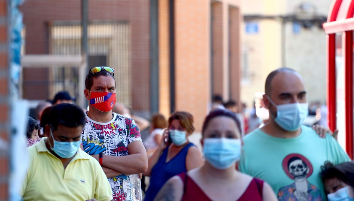 İspanya'da hafta sonunda Covid-19 vakaları 23 bin 572 arttı