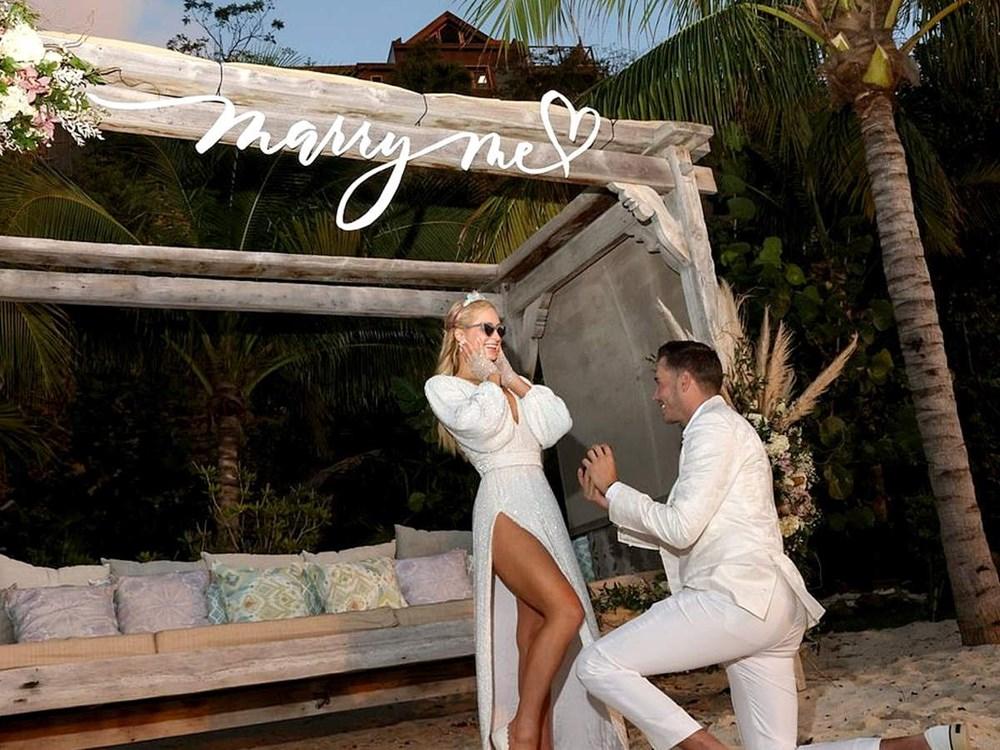 Paris Hilton doğum gününde nişanlandı - 3