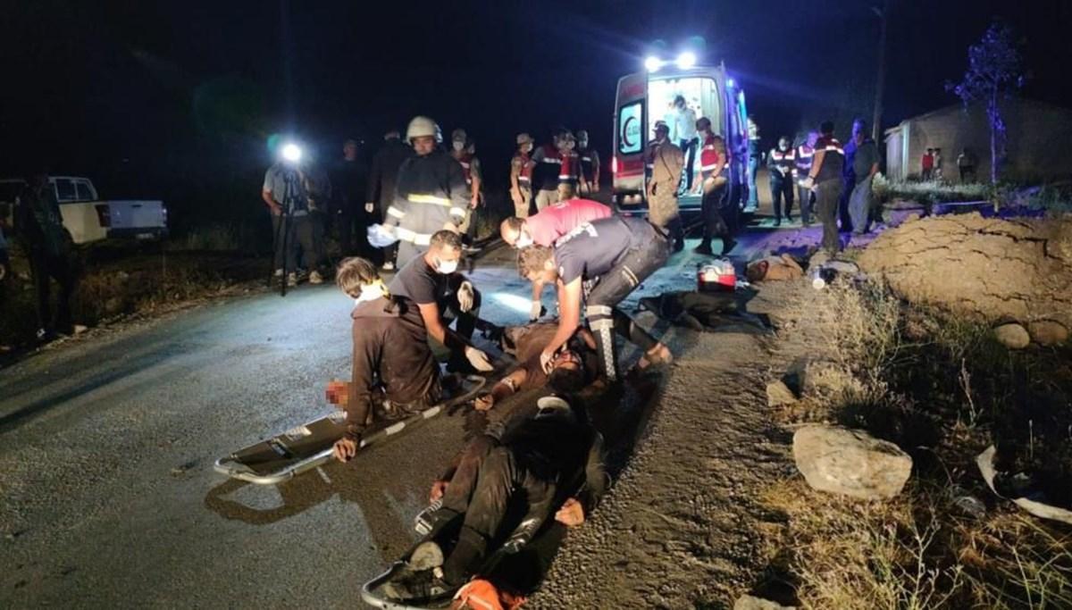 SON DAKİKA HABERİ: Van'da kaçak mülteci taşıyan minibüs kaza yaptı: Ölü ve yaralılar var