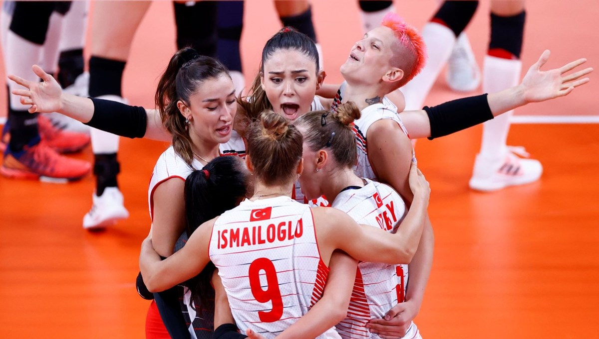 SON DAKİKA: Filenin Sultanları, son Olimpiyat şampiyonu Çin'i 3-0 yendi