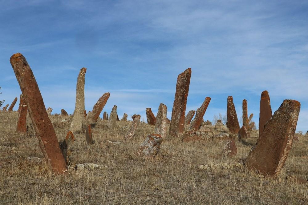 4 asırlık mezarlıktaki dev mezar taşları dikkat çekiyor - 7