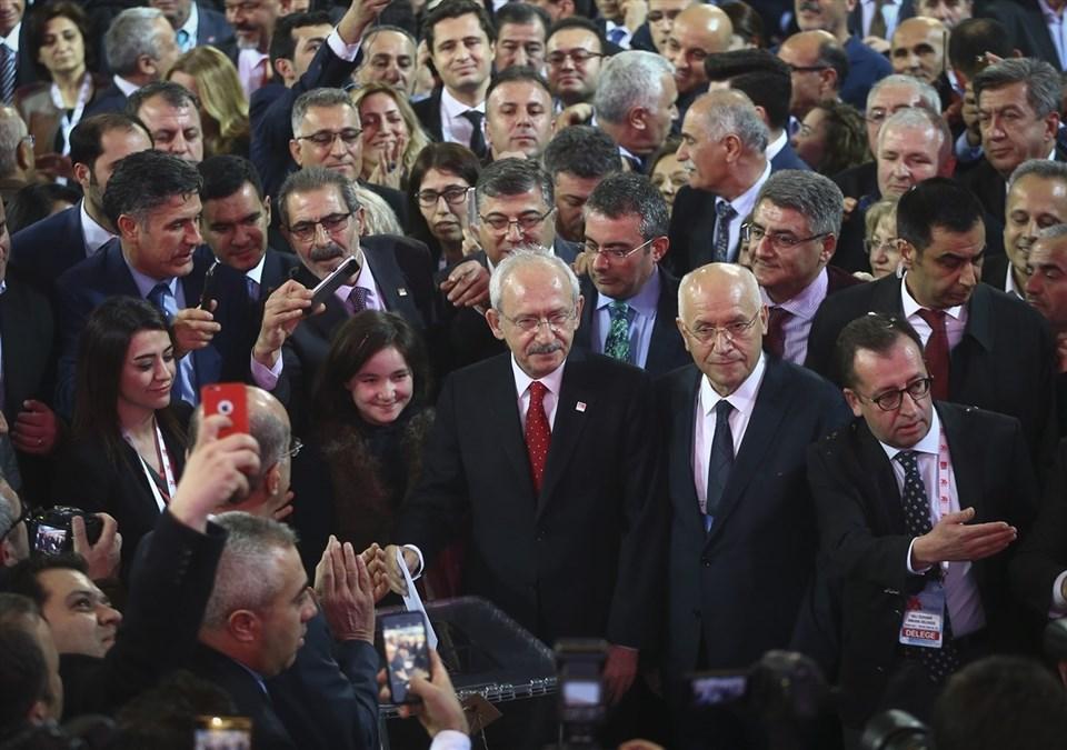 CHP Genel Başkanı Kemal Kılıçdaroğlu, 1'nolu sandıkta oyunu kullandı.