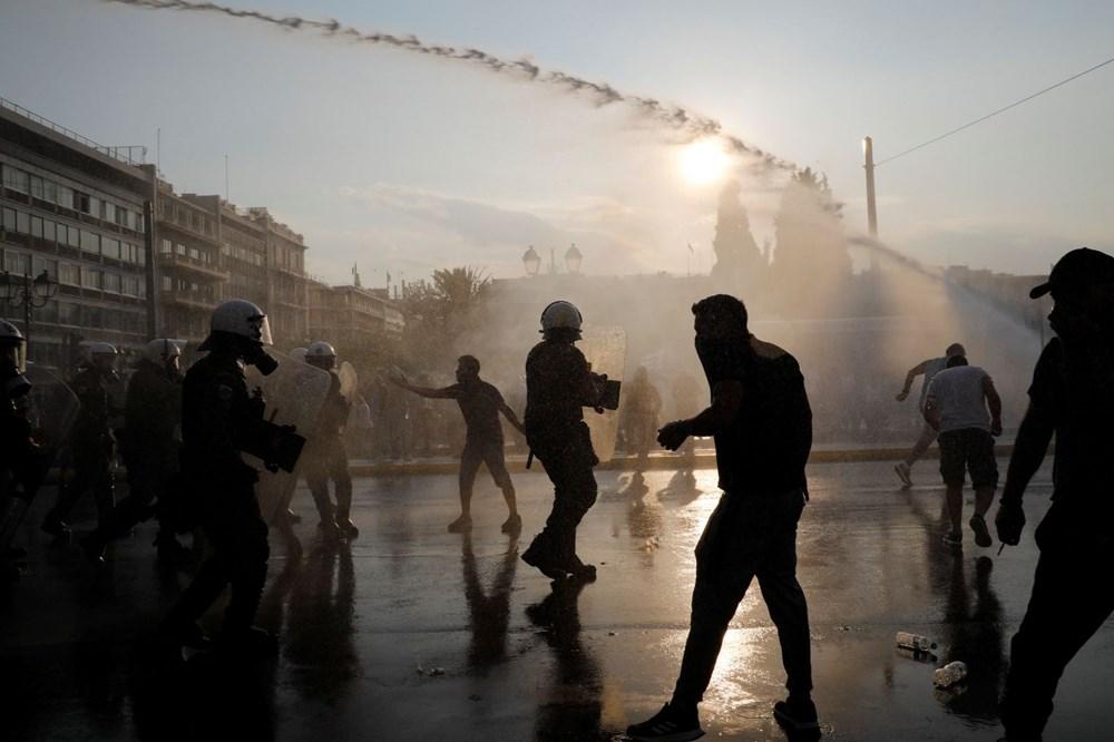 Atina'da aşı zorunluluğuna karşı düzenlenen protesto çatışmaya dönüştü: En az 25 gözaltı - 12